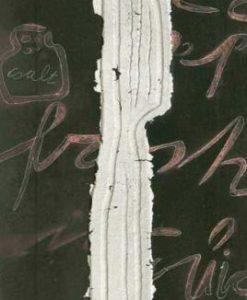 Coltello color argento con dettagli in rilievo