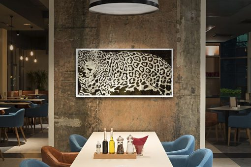 Dipinto ad effetto grafico grazie al manto di un leopardo