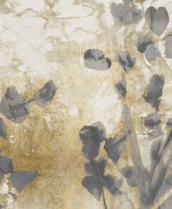 Sagome grige di rami fioriti su sfondo dorato