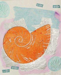 Nautilo con pesci e dettagli color argento