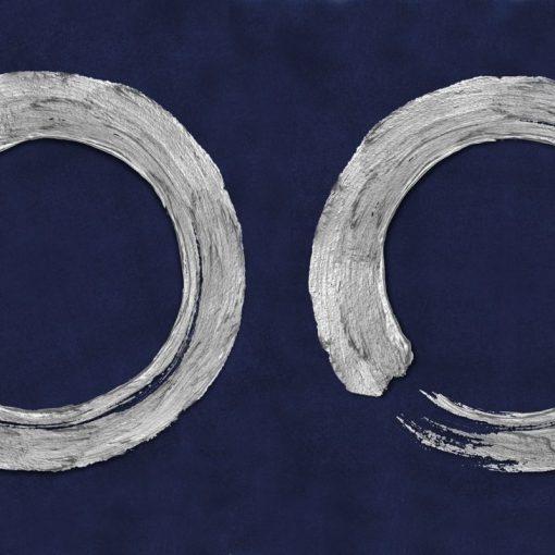 Cerchi bianchi su sfondo blu