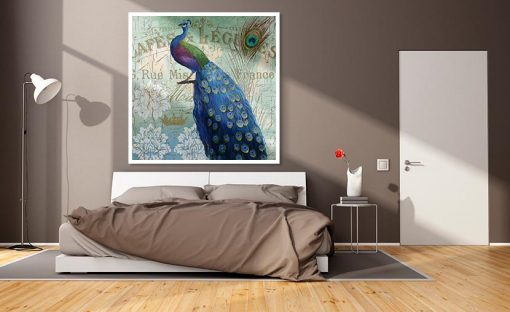 Ambientazione quadro di un pavone e le sue eleganti piume