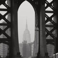 Vista attraverso un ponte di New York