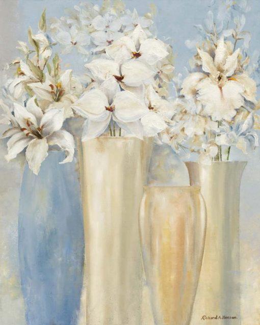Composizione di fiori bianchi in vaso