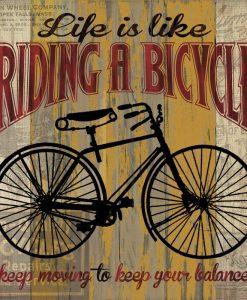 Composizione vintage con bicicletta da città