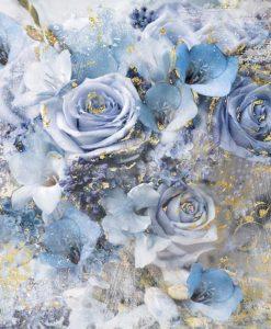 Composizione con rose e altri fiori blu