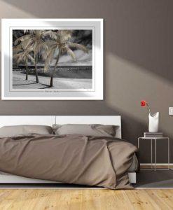 Fotografia di una spiaggia idilliaca in bianco e nero