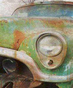 Dipinto di una vecchia automobile arrugginita
