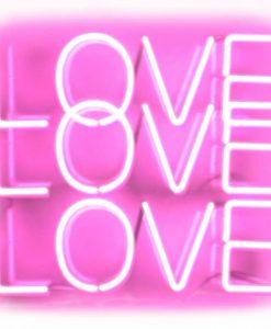 """Neon rosa con scritta """"Love love love"""""""