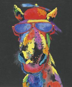 Dipinto fantasioso di un cavallo con occhiali e cappello