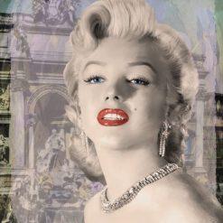 Ritratto della celebre attrice con rossetto rosso