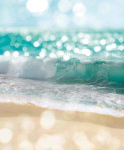 Onde in arrivo sulla spiaggia con effetto riflessi