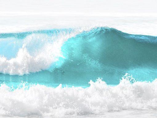 Onde del mare con schiuma