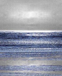 Orizzonte del mare con riflessi argento