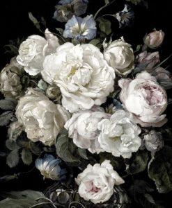Elegante bouquet di fiori bianchi su sfondo nero