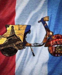 Vespa con elementi grafici e bandiera francese