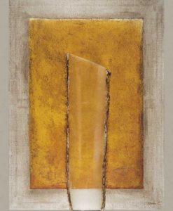 Composizione con un pannello dorato e effetto vetro