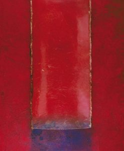 Composizione con un pannello rosso e effetto vetro
