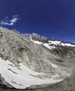 Alta montagna con neve e ghiaccio