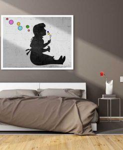 Murales del famoso artista Banksy: Bambina con bolle di sapone