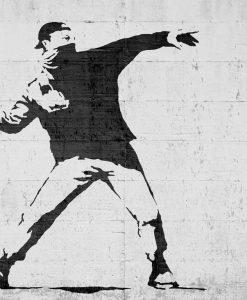 Murales del famoso artista Banksy: Ragazzo che lancia dei fiori