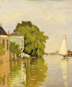 Case in riva a un fiume con barca a vela