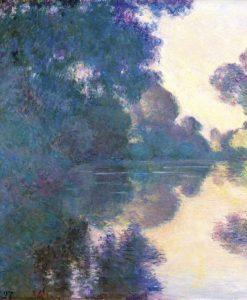 Alberi dalle sfumature viola riflessi sull'acqua