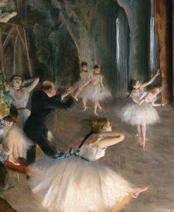 Ballerine provano lo spettacolo sul palcoscenico