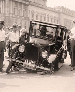 Vecchia foto di un incidente stradale