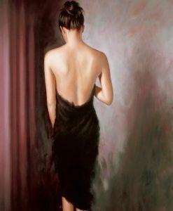 Donna sensuale in un vestitino nero