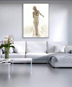 Ambientazione Donna seducente in bianco