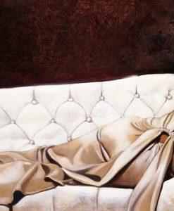 Donna distesa su un divano