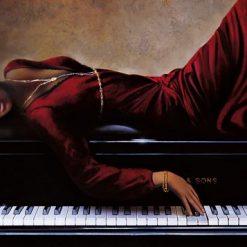 Donna distesa su un pianoforte