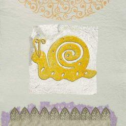 Silhouette di una lumaca gialla con dettagli color argento