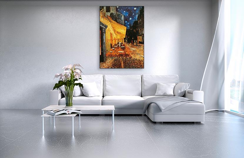 https://www.art-plus.it/wp-content/uploads/VVG190-Vincent-Van-Gogh-Caf%C3%A9-de-nuit-ambientazione-render-soggiorno-bianco-living-room-white.jpg