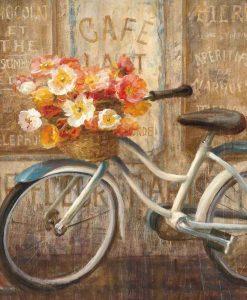 Bicicletta con cestino pieno di fiori fuori da un cafe