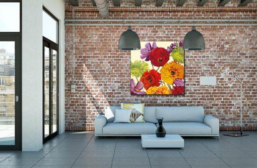 Ambientazione salotto Mix di fiori dai vari colori con una farfalla
