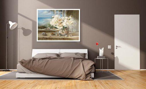 Ambientazione camera da letto Vaso di fiori bianchi con conchiglie