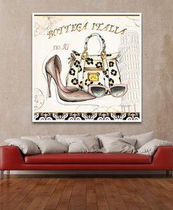 Ambientazione soggiorno con divano rosso Illustrazione di accessori lussuosi