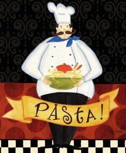 Uno chef con un piatto di pasta in mano