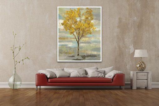 Albero dalla chioma dorata con sfondo sfumato