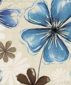 Composizione decorativa con fiori blu