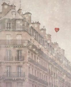Fotografia di un palazzo con cuori