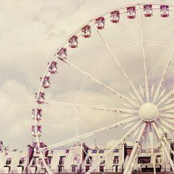 Fotografia ad effetto vintage di una ruota panoramica a Parigi