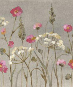 Composizione con fiori rosa e bianchi su sfondo grigio caldo