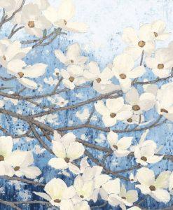 Rami fioriti con fiori bianchi su sfondo indaco