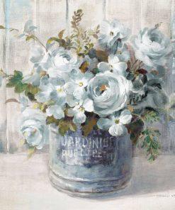 Mazzo di fiori in un vaso di latta